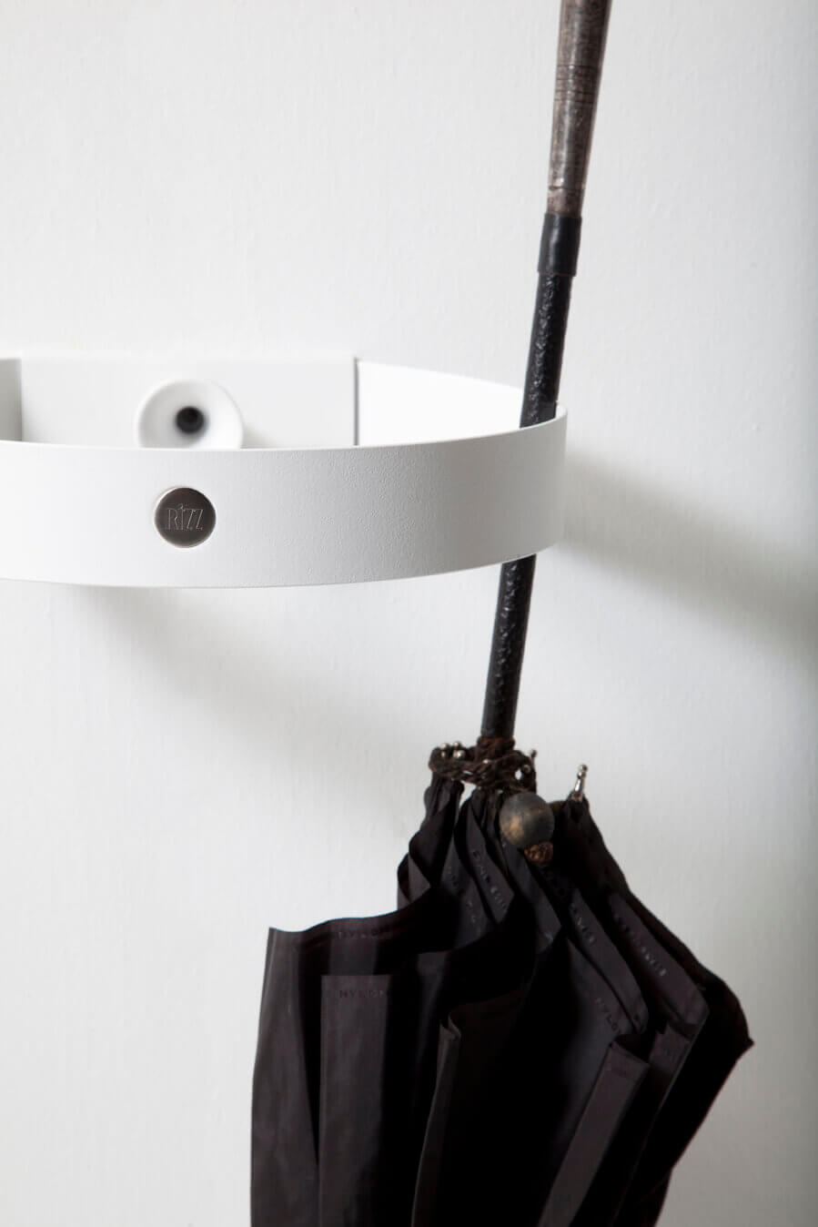 RiZZ umbrella stand the ring white Teun Fleskens
